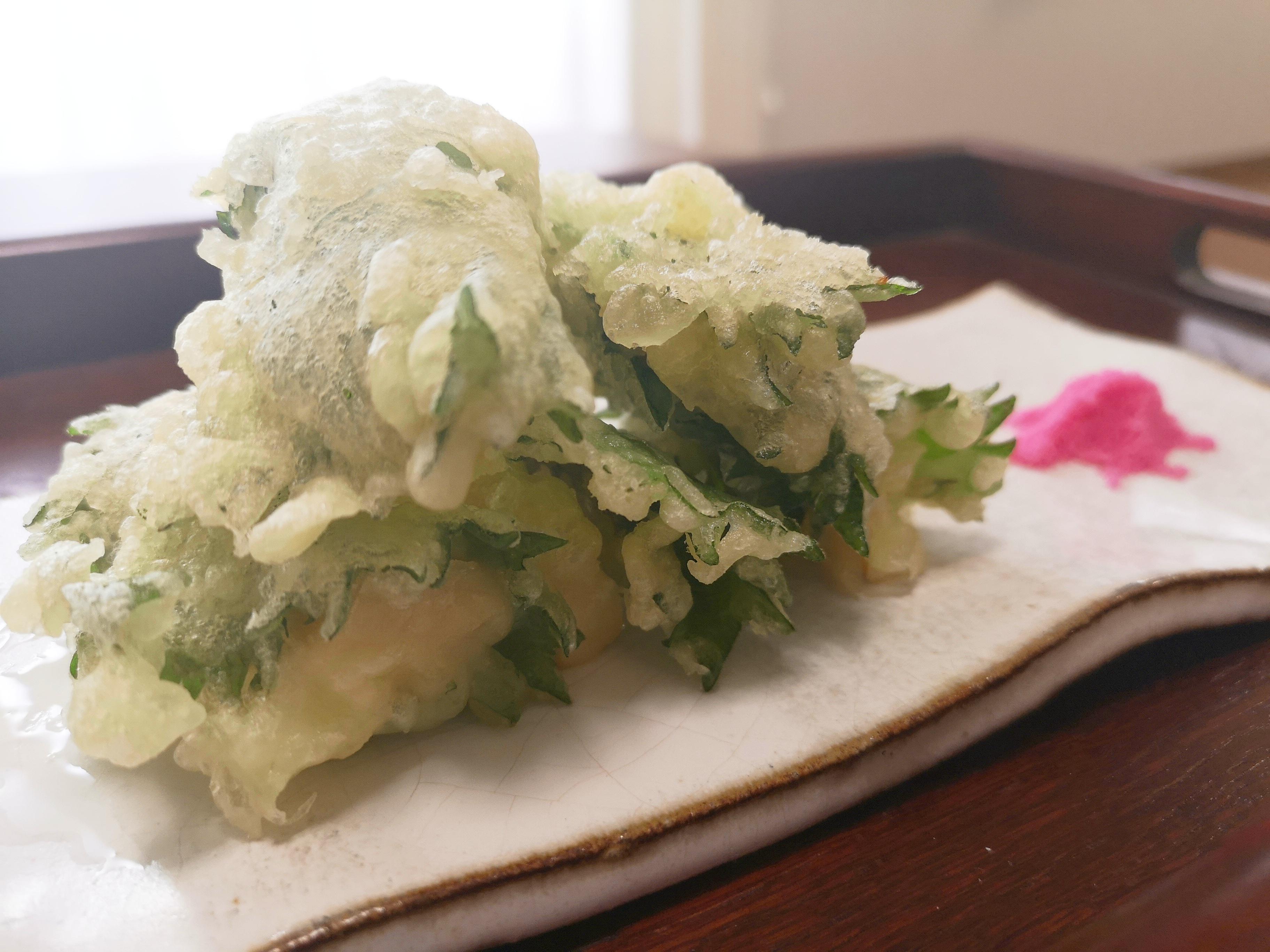タケノコと青紫蘇の天ぷら 梅塩と一緒に!