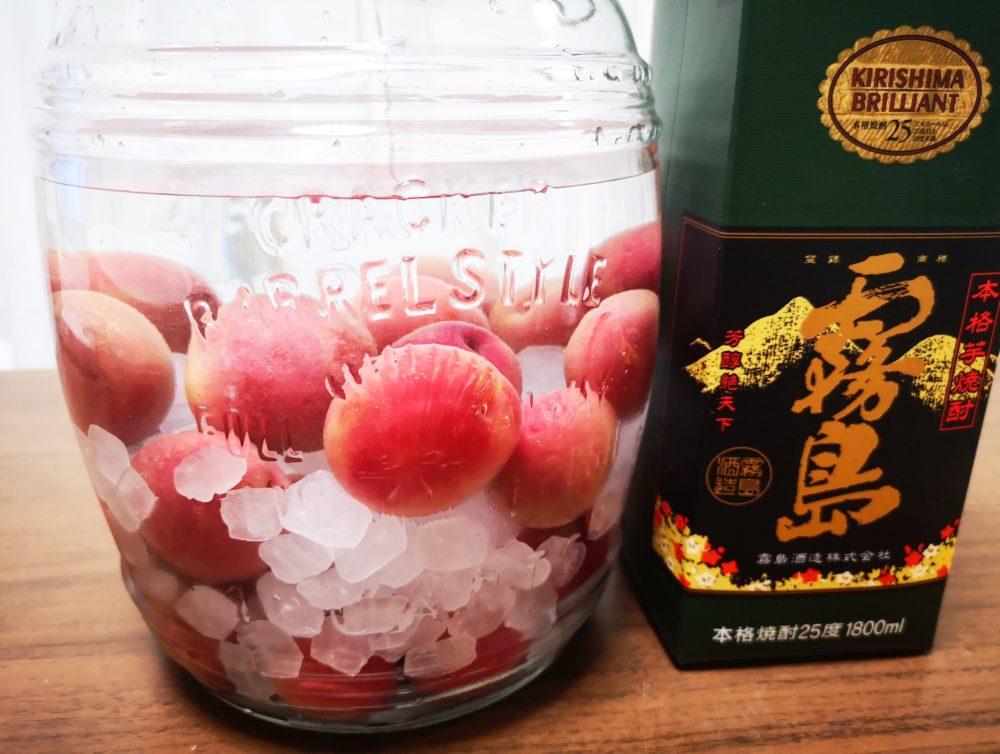 新品種「露茜」×本格焼酎「黒霧島」で梅酒作り