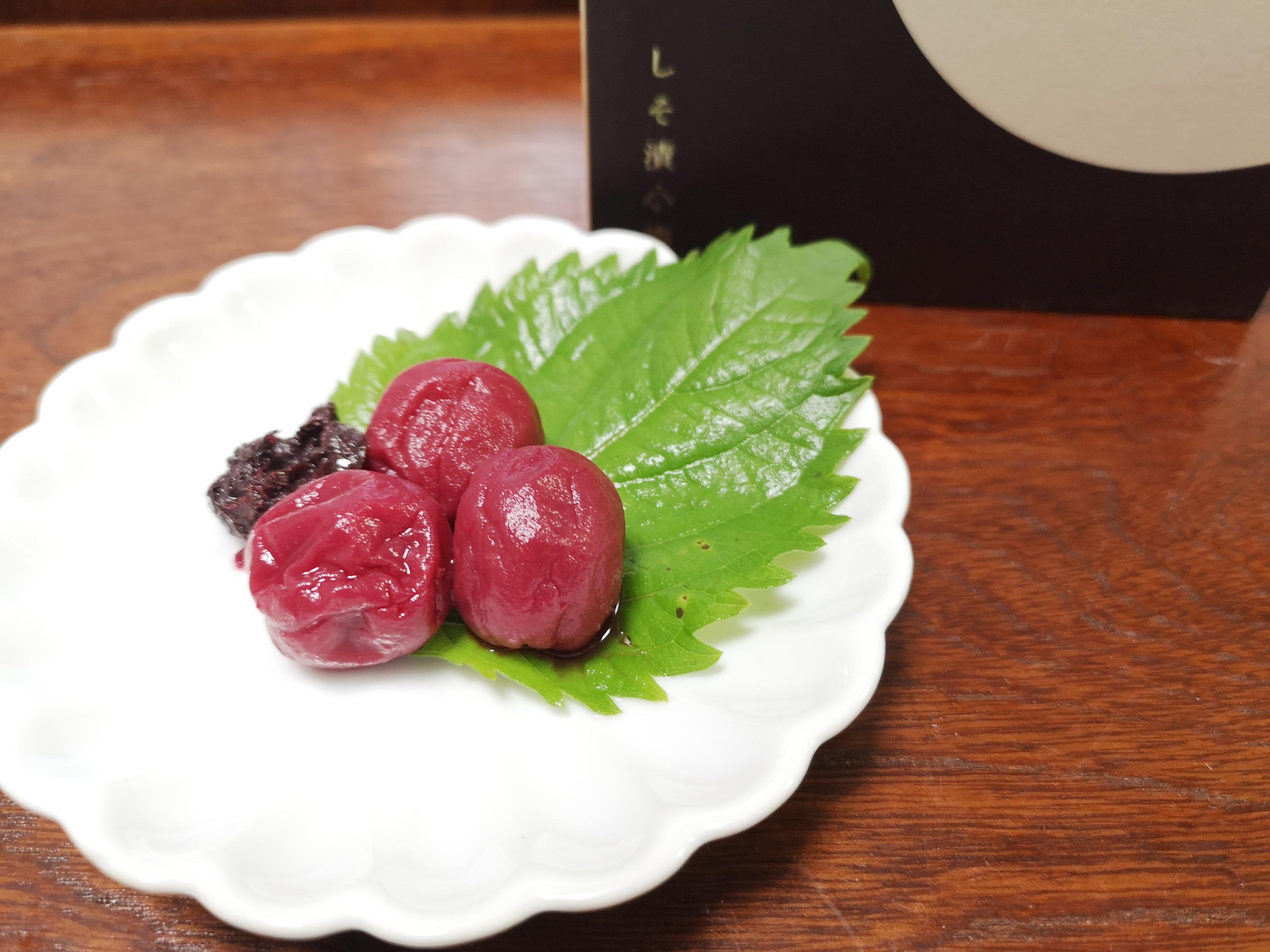 プチギフトにもおすすめ!紀州石神邑 花咲く木箱「しそ漬け小梅」