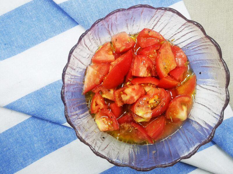 【5分で完成】トマトと梅干しのマリネ